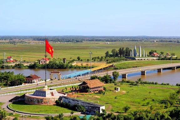Một góc cầu Hiền Lương  và sông Bên Hải hôm nay