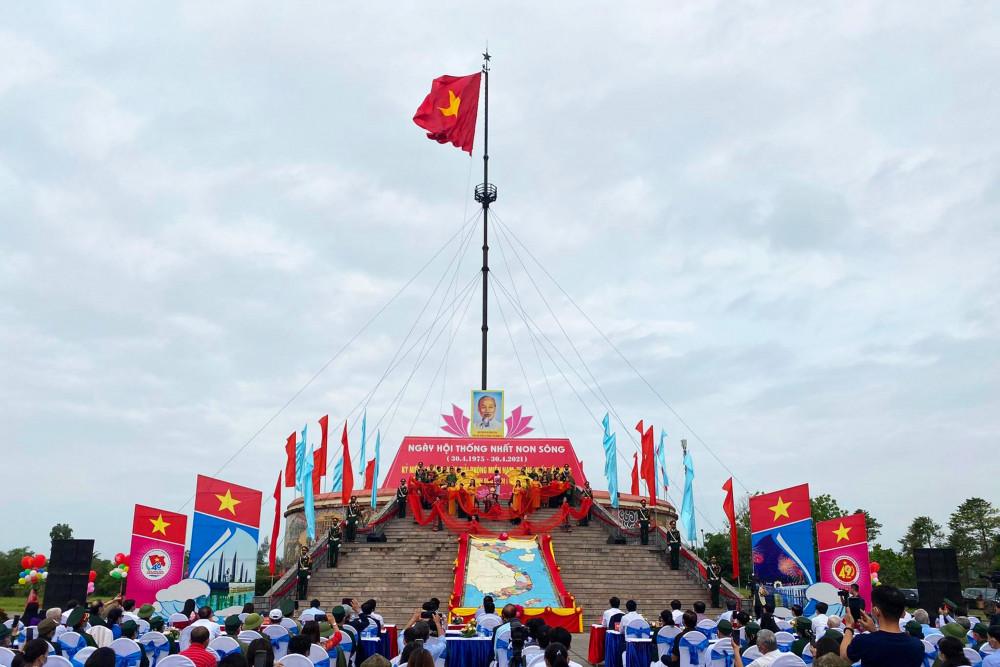 Xúc động Lễ Thượng cờ Thống nhất non sông ở đôi bờ Hiền Lương - Bến Hải