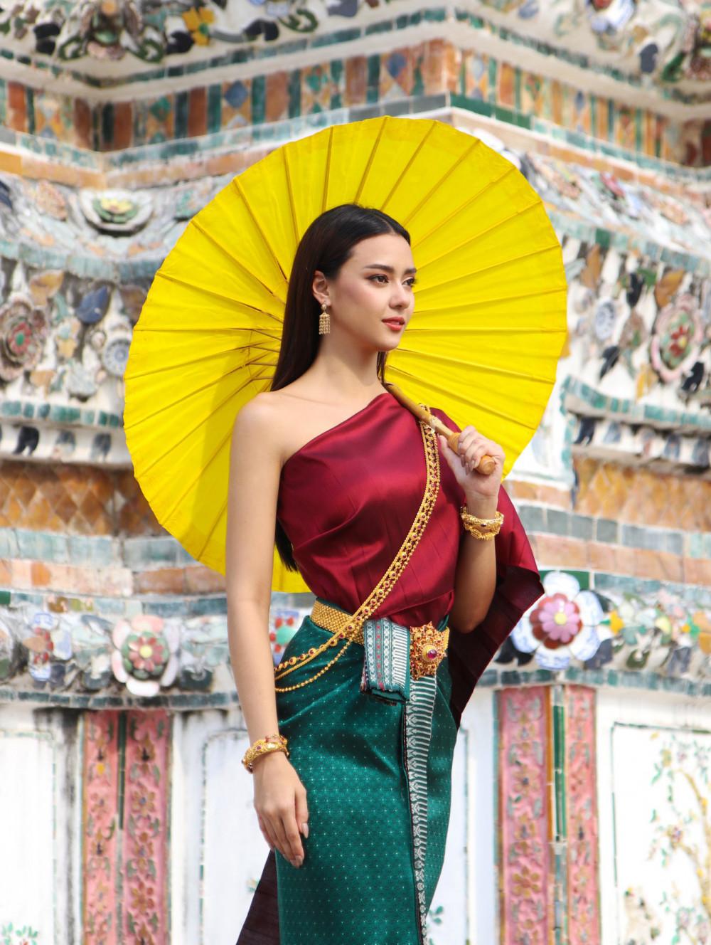 Amanda Obdam là đại diện của Thái Lan tại Hoa hậu Hoàn vũ lần thứ 69, tổ chức tại Florida, Mỹ vào trung tuần tháng 5 tới. Người đẹp đã lên đường sang Mỹ từ 27/4.