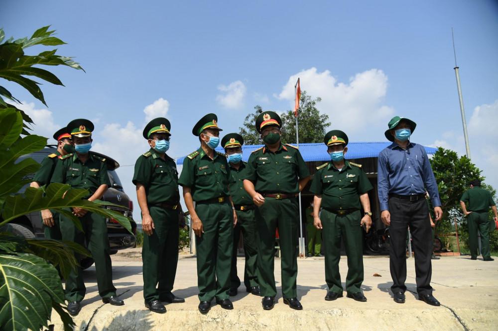 Lực lượng biên phòng tây ninh tăng cường kiểm tra tuyến biên giới - Ảnh: Lê Quân
