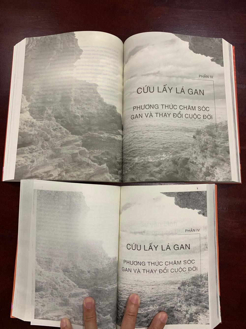 Hình ảnh giữa 2 bộ sách thật - giả được chụp lại.