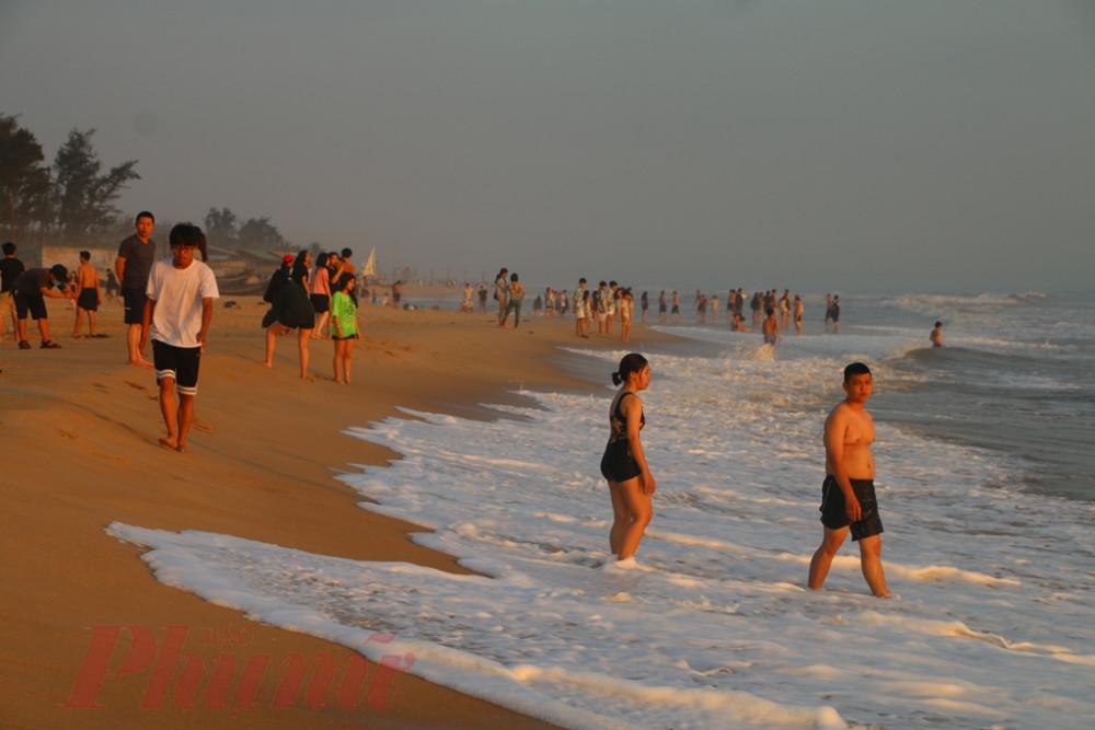 Khu  vực biển Thuận An nơi nam sinh viên tử vong sau khi bơi ra cứu bạn
