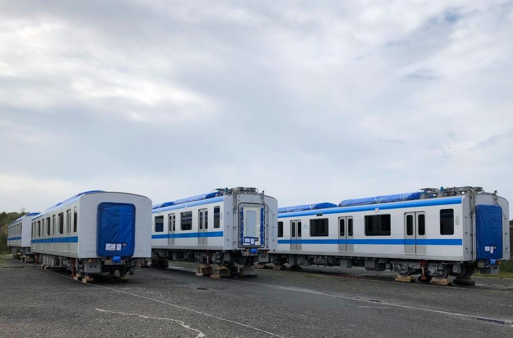 Dự kiến trong hôm nay hai đoàn tàu sẽ bắt đầu được vận chuyển về Việt Nam. Ảnh: Hitachi