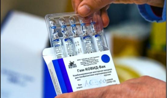 Vắc-xin Sputnik V đã gây tranh cãi ngay từ đầu khi được đưa vào sử dụng