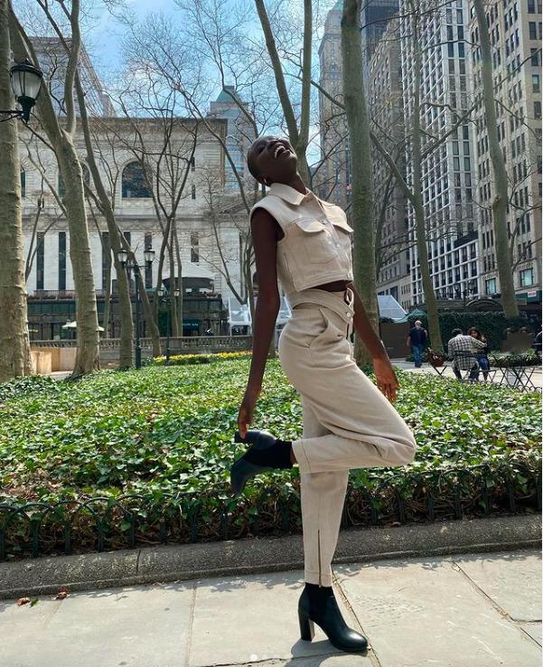 Nova Stevens thường diện trang phục cá tính khi ra phố. Dẫu nhan sắc gây tranh cãi nhưng câu chuyện của cô được cho sẽ truyền cảm hứng cho nhiều người trẻ, giúp cô có thể tiến sâu tại cuộc thi năm nay.