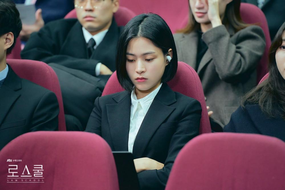 Kang Sol B khốn khổ vì tham vọng của mẹ.