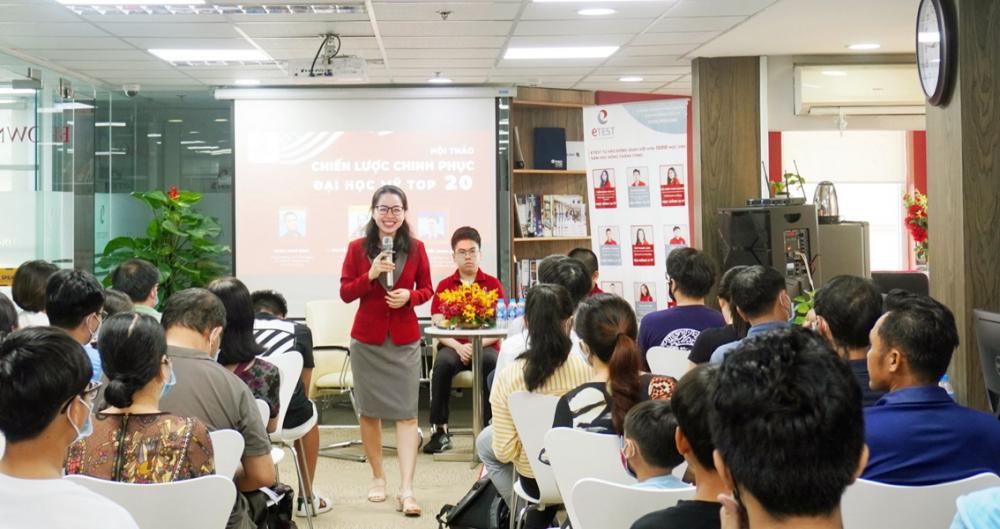 Nguyễn Phượng Hoàng Lam rất tâm huyết với hành trình phát triển du học sinh - Ảnh: Xuân Lộc