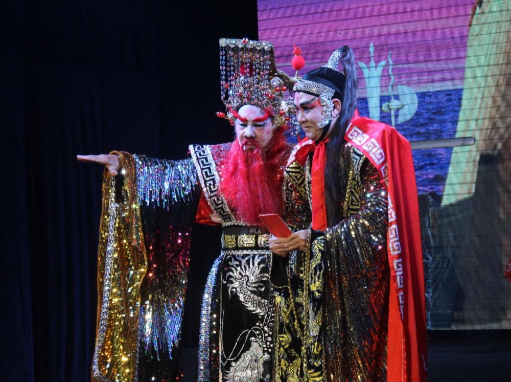 Ngô Tôn Quyền hứa trọng thưởng hậu khi kế sách lấy Kinh Châu của Châu Du thành công.
