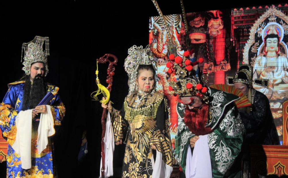 Nghệ sĩ Xuân Thu đã lâu không tham gia diễn xuất, cũng trở lại chia vai Ngô quốc thái cùng hai người chị là nghệ sĩ Thanh Loan và Xuân Yến.