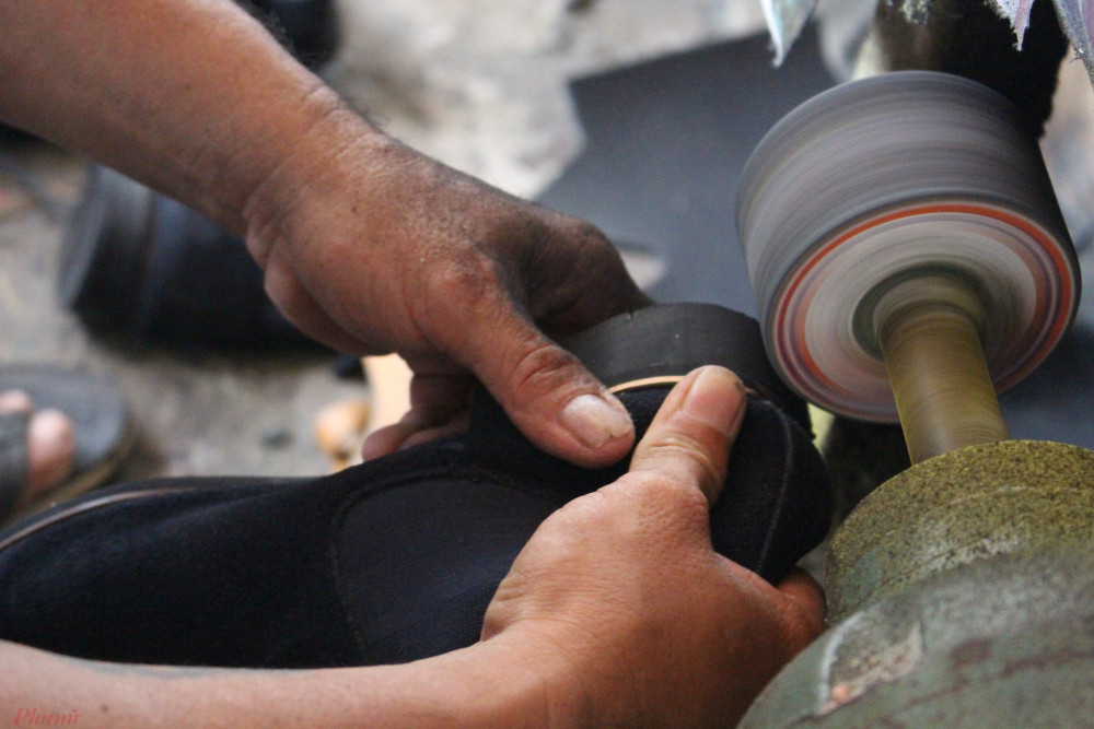 Đôi tay lắm lem của anh Tuấn đã tạo ra cổ tích cho rất nhiều người nghèo