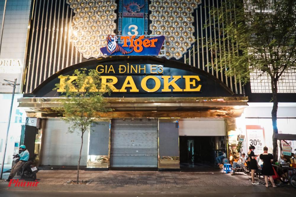 Các quán karaoke trên đường Sư Vạn Hạnh đã đóng của hoàn toàn
