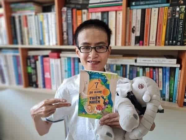 Nhà văn trẻ Lê Hữu Nam và tác phẩm cuối cùng của anh. Ảnh: facebook Lê Hữu Nam