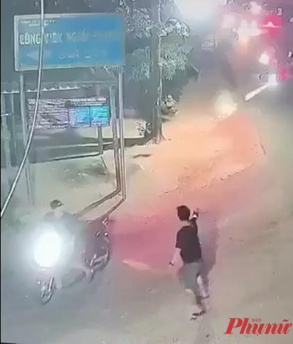 Nam thanh niên nổ nhiều phát súng vào nhóm người truy đuổi