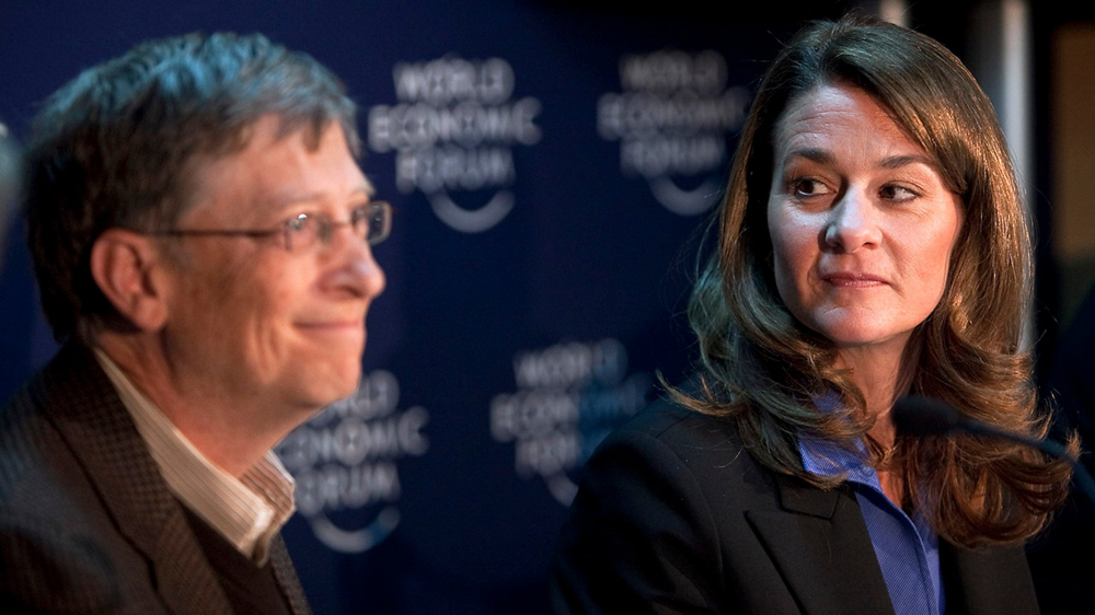 Bill Gates (trái) và Melinda French Gates, đồng chủ tịch của quỹ từ thiện mang tên hai người - Melinda Gates Foundation – tại một cuộc họp báo bên lề cuộc họp thường niên của Diễn đàn Kinh tế Thế giới (WEF) năm 2010 - Ảnh: Bloomberg/Getty Images