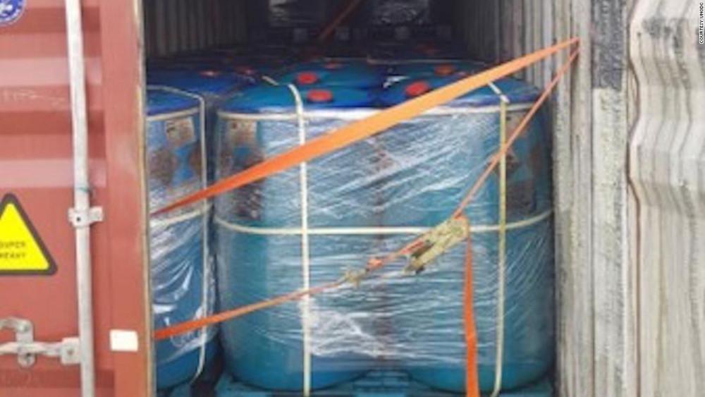 Container chở 72 tấn hóa chất bị