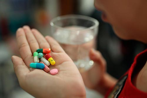 Bé gái 10 tuổi sốc phản vệ độ 2 sau khi gia đình tự cho uống thuốc trị ho