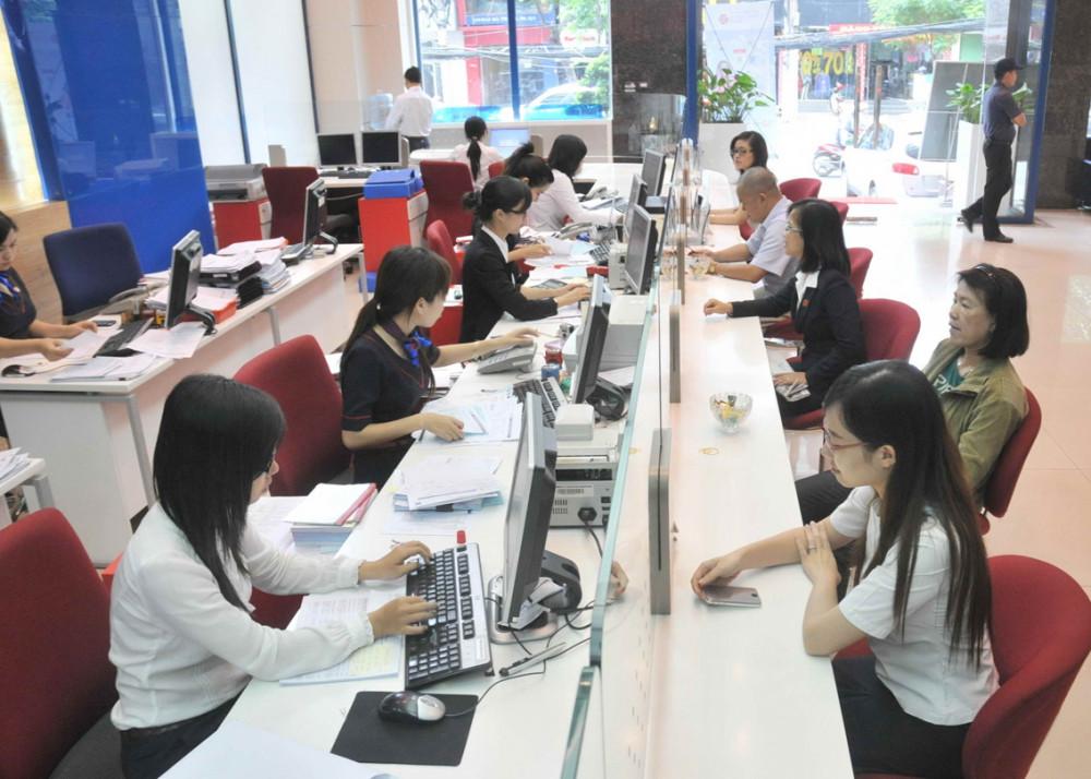 Việt Nam có gần 1 triệu người khiếm thị nên rất cần ngân hàng hỗ trợ họ mở tài khoản  và sử dụng thẻ ATM - Ảnh mang tính minh họa: D.Đ.M