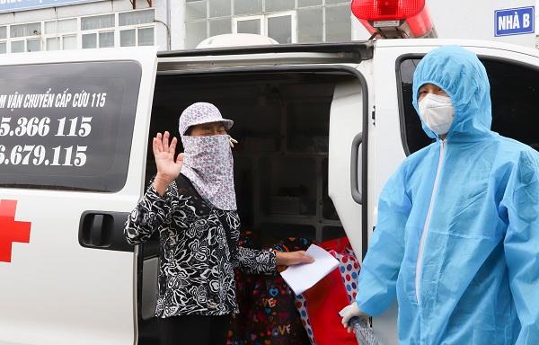 Hai bệnh nhân COVID-19 cuối cùng trong đợt dịch ở Hải Dương xuất viện.