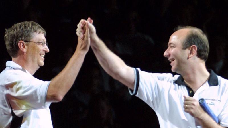 Bill Gates và Jess Bezos - 2 người đàn ông có thói quen rửa chén sau bữa tối