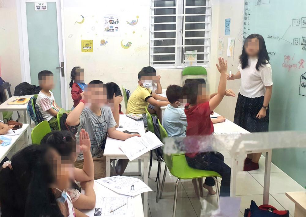 Học sinh tiểu học đang luyện thi vào lớp Sáu Trường THPT chuyên Trần Đại Nghĩa
