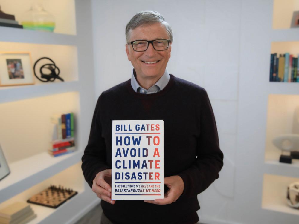 Bill và cuốn sách mới nhất của mình: How to Avoid a Climate Disaster (tạm dịch: Làm thế nào để tránh một thảm hoạ khí hậu)