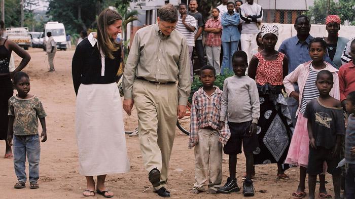 Melinda và chồng luôn tìm được tiếng nói chung công tác từ thiện. Cả hai xuất hiện giản dị trong chuyến đi thăm và hỗ trợ trẻ em ở châu Phi cách đây nhiều năm.