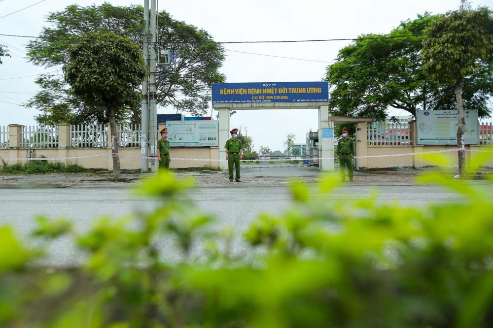 Chiều 5/5, Chủ tịch UBND Hà Nội cho biết đã thống nhất với Bộ Y tế phong tỏa toàn bộ cơ sở 2 của Bệnh viện Bệnh nhiệt đới Trung ương.