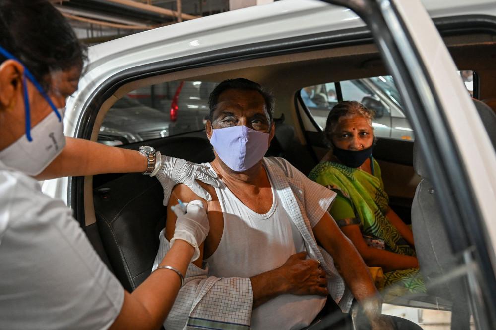 Tiêm chủng được cho là cứu cánh cuối cùng của Ấn Độ, nhưng hiện quốc gia đang thiếu hụt vắc-xin nghiêm trong