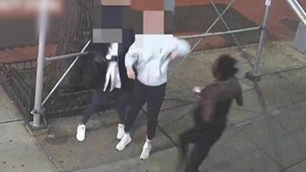 Cảnh sát thành phố New York công bố một video cho thấy hai phụ nữ châu Á bị hành hung ở Manhattan