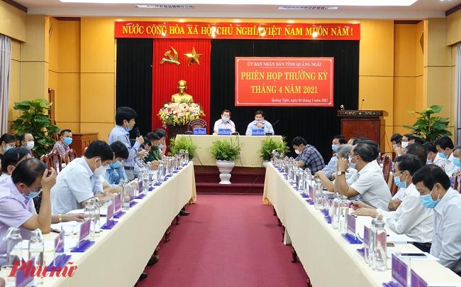 Phiên họp thường kỳ đánh giá việc thực hiện kế hoạch phát triển kinh tế xã hội tháng 4, triển khai nhiệm vụ trọng tâm tháng 5/2021 sáng ngày 4/5/2021 tại phòng họp số 1-UBND tỉnh Quảng Ngãi