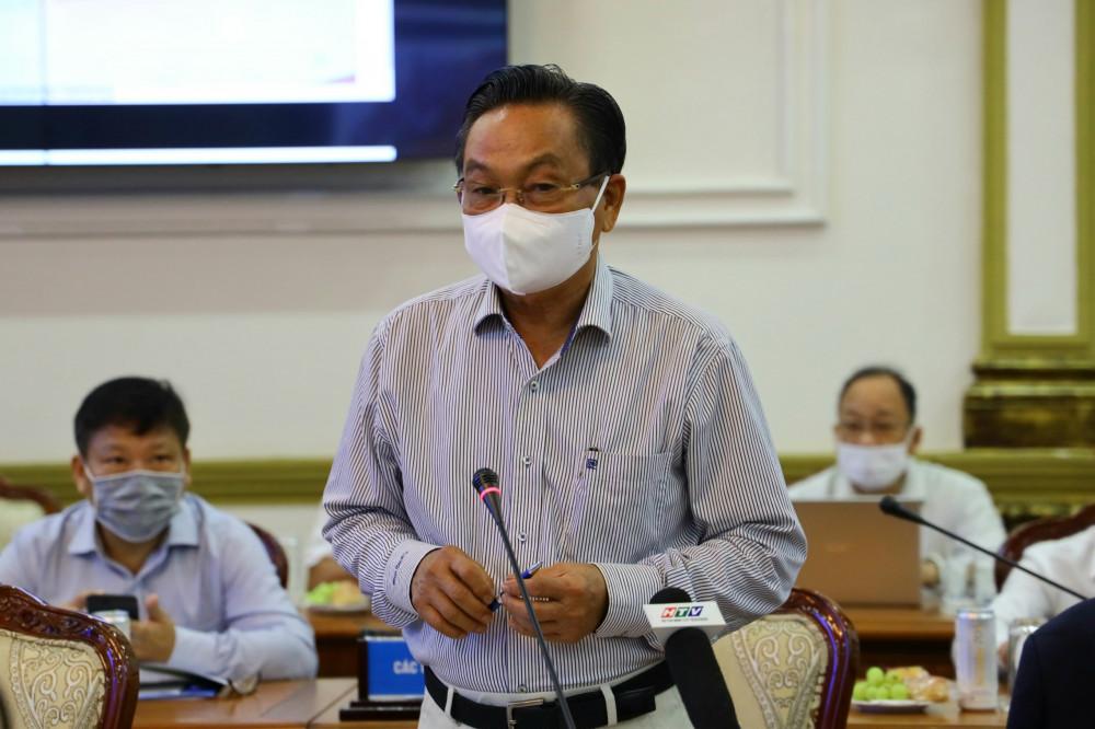 Tiến sĩ  kinh tế Trần Du Lịch trình bày tham luận tại hội thảo