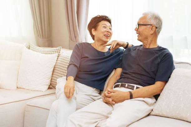 Cần thận trọng vì ly hôn tuổi xế chiều sẽ rất khó để tìm được những nụ cười có đôi.
