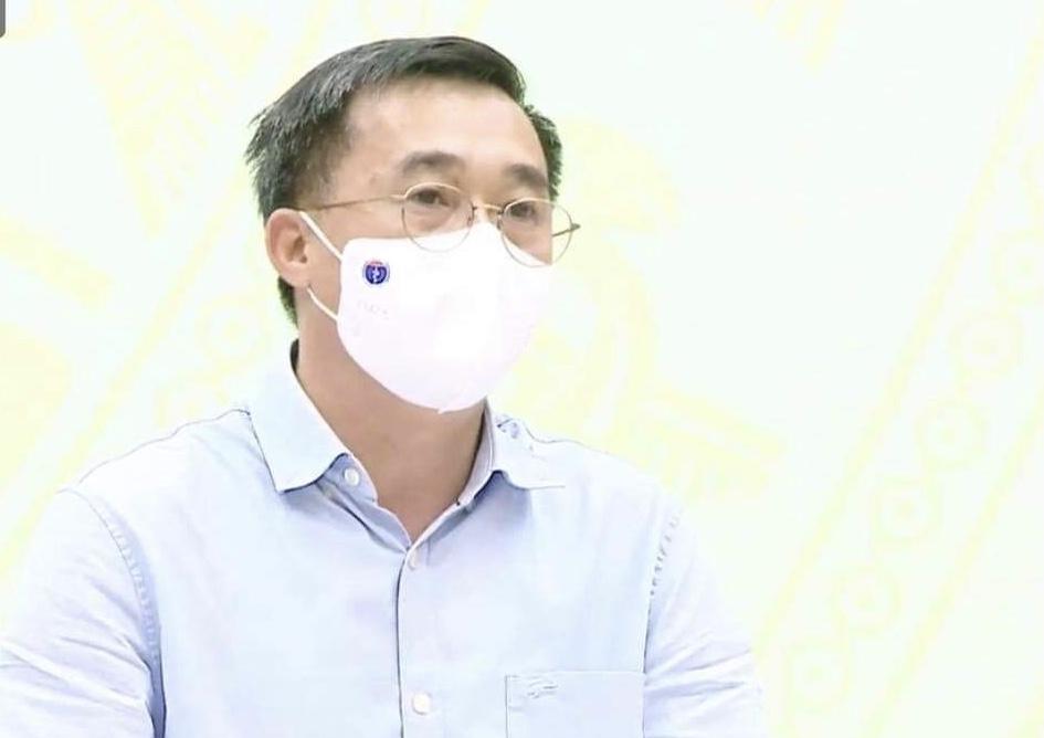 Thứ trưởng Bộ Y tế Trần Văn Thuấn trả lời báo chí.