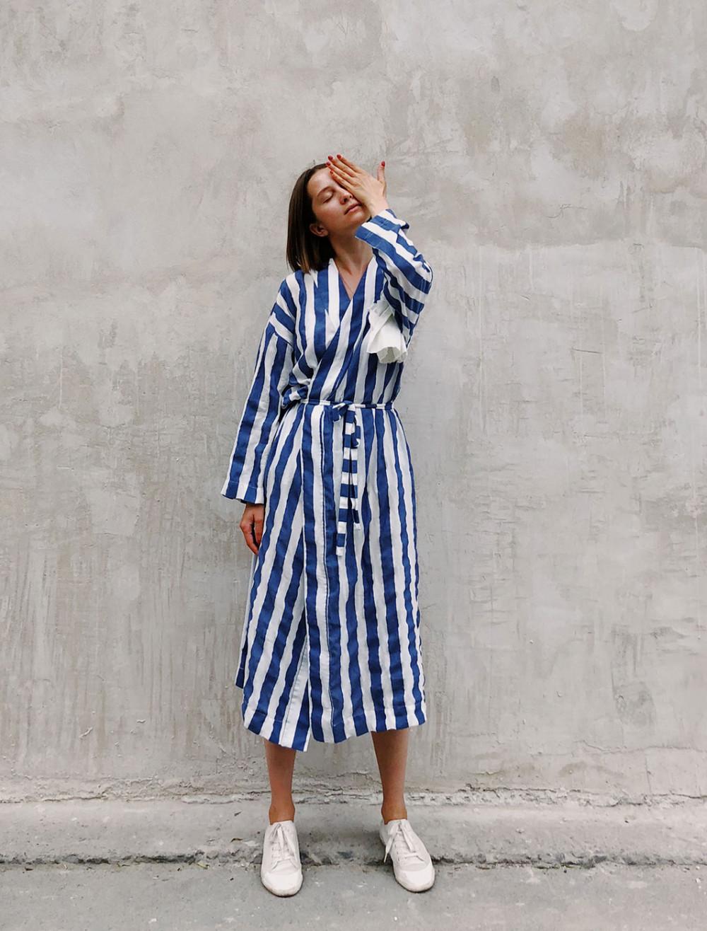 Không khó để phối những chiếc váy quấn với phụ kiện để tạo ra phong cách ngày hè năng động, tươi trẻ.
