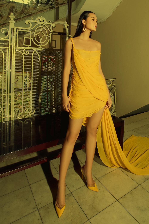 NTK Công Trí vừa giới thiệu BST dành cho mùa thời trang thu đông năm nay, theo đúng lịch trình quốc tế. BST lần này hướng đến sự phóng khoáng, gợi cảm, đối nghịch với cảm hứng thập niên 90 trong BST trước.