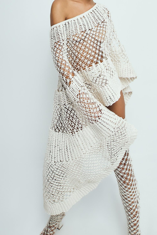 NTK sử dụng kỹ thuật đan móc để tạo nên những trang phục vô cùng gợi cảm.
