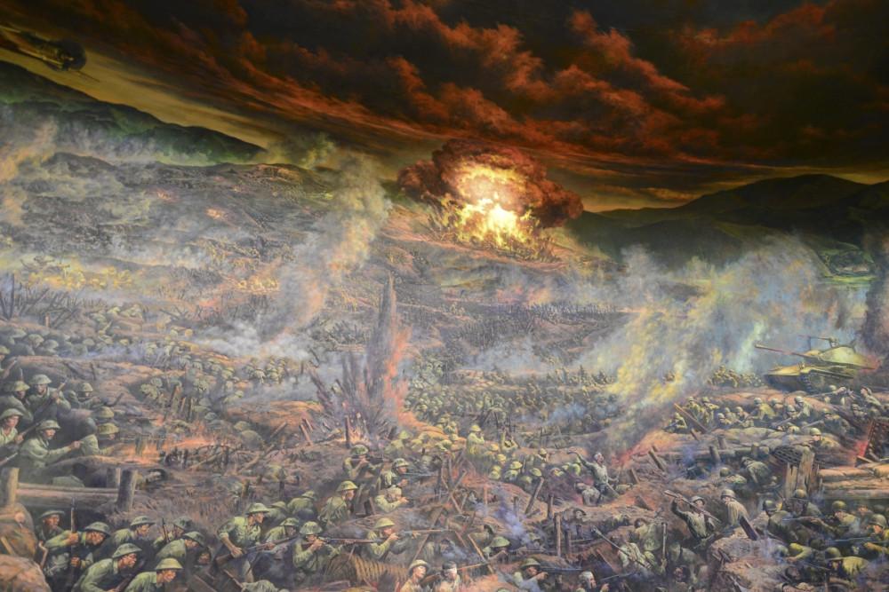 Bức tranh gồm 4 trường đoạn: Toàn dân ra trận, Khúc dạo đầu hùng tráng, Cuộc đối đầu lịch sử và Chiến thắng