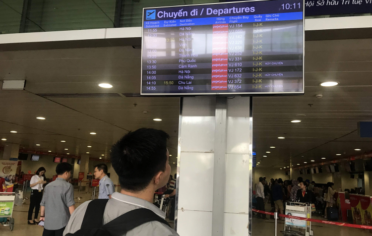 Các hãng công bố phương án hỗ trợ cho khách hoàn, đổi vé trước diễn biến phức tạp của dịch COVID-19 - Ảnh: Quốc Thái