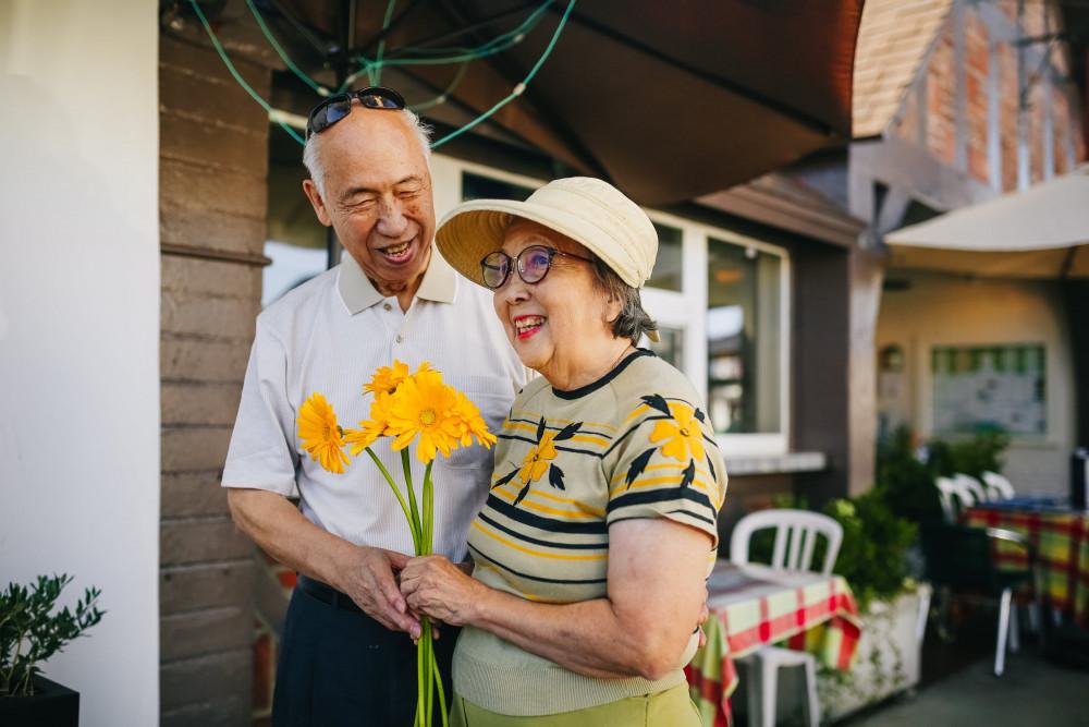 Tuổi già được nương tựa nhau là ước nguyện của rất nhiều người - Ảnh minh hoạ