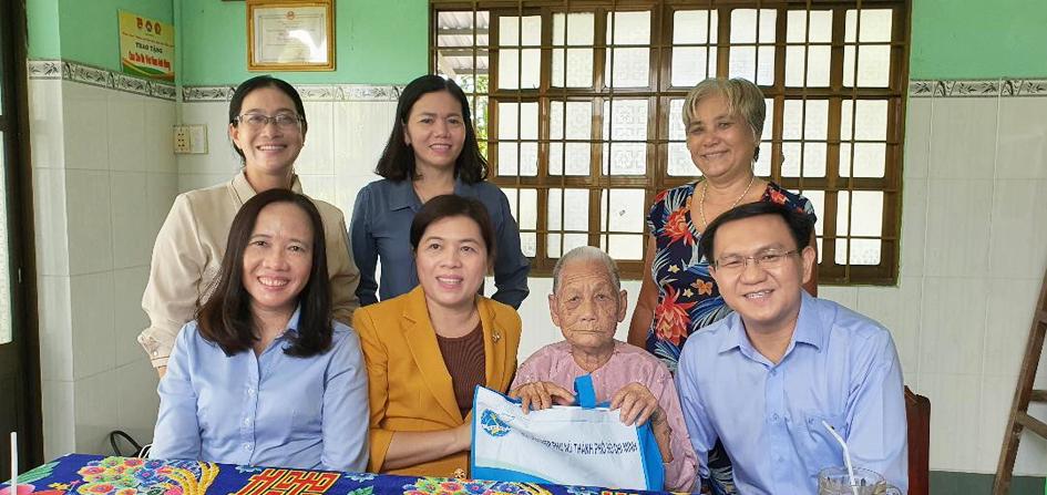 Hội LHPN TP.HCM đến thăm Mẹ Việt Nam anh hùng tại H.Cần Giờ