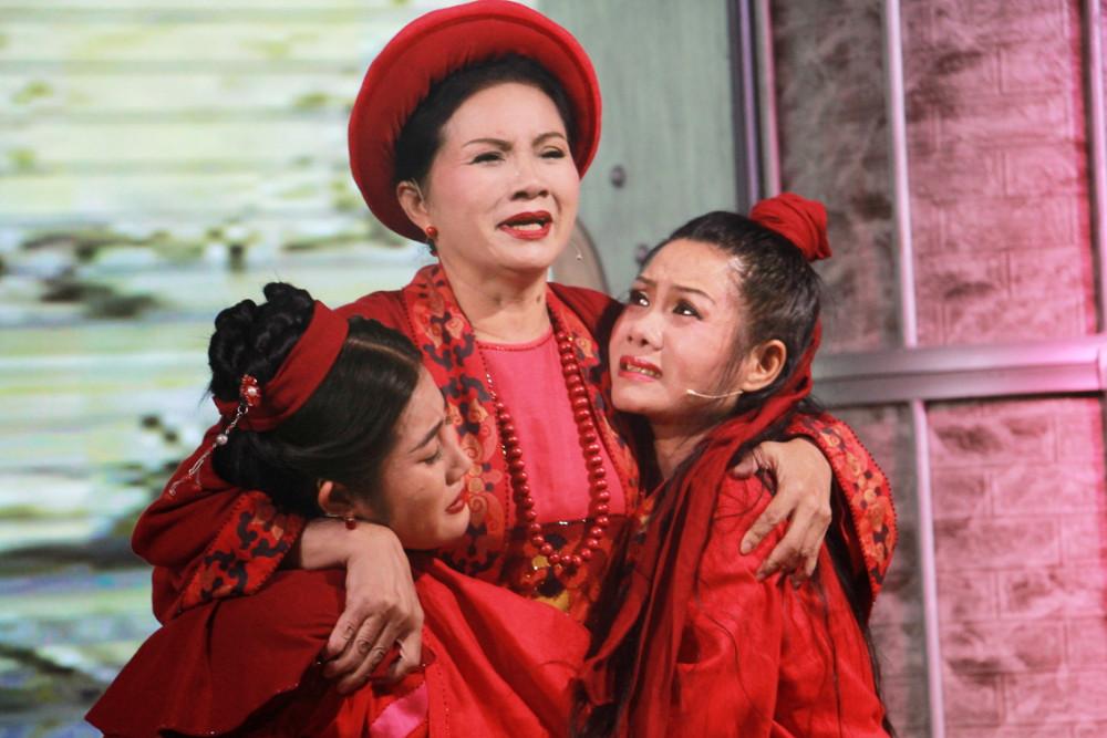Từ phải sang: NSND Hoàng Yến, diễn viên Phương Minh và Chu Anh trong Thành Thăng Long thuở ấy