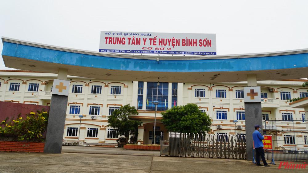 5 F1 được đưa đi cách ly tập trung tại Cơ sở 2, Trung tâm Y tế huyện Bình Sơn và lấy mẫu để xét nghiệm SARS-CoV-2