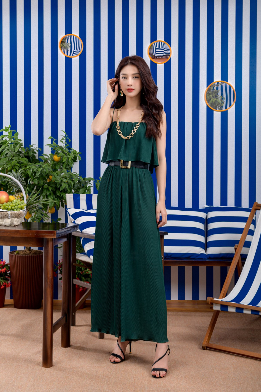Màu xanh là một trong những gam màu không thể thiếu đối với trang phục hè.