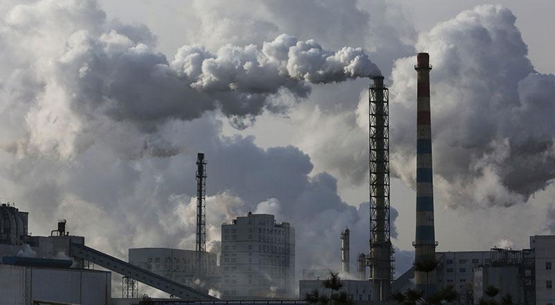 Việc liên tục xây dựng các nhà máy nhiệt điện than là một trong những lý do chính khiến lượng phát thải khí nhà kính của Trung Quốc vượt lên vị trí hàng đầu thế giới - Ảnh: Getty Images
