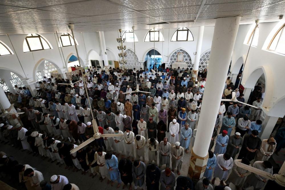 Các nhà thờ Hồi giáo ở Pakistan chật kín người bất chấp dịch COVID-19 bùng phát