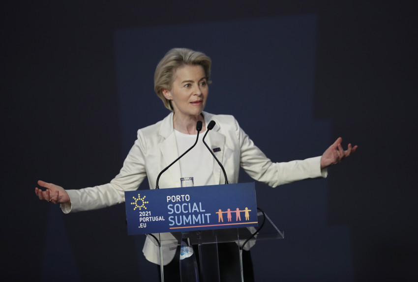 Chủ tịch Ủy ban Châu Âu Ursula von der Leyen phát biểu trong lễ bế mạc hội nghị thượng đỉnh EU tại Bồ Đào Nha, ngày 7/5.