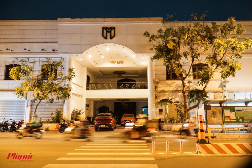 Một nhà hàng tiệc cưới trên đường Lý Thái Tổ, quận 3 đã tắc hết đèn, tạm ngừng hoạt động