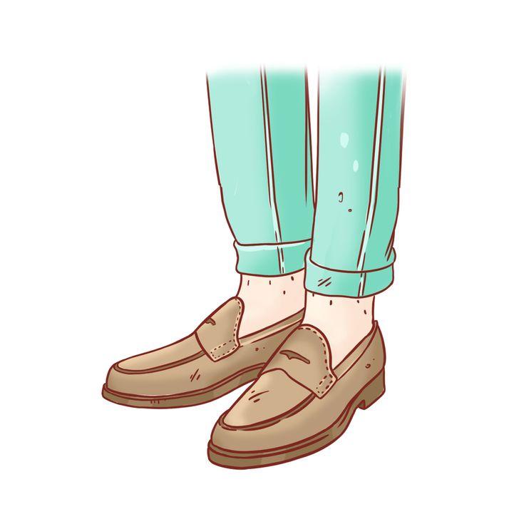 Đi giày không mang tất: Vào mùa hè, đi giày kín (như giày mô ca và giày lười) mà không đi tất sẽ làm bạn đổ mồ hôi và làm thô da ở gót chân. Nếu thời tiết quá nóng để đi tất bình thường, bạn hãy chuyển sang tất giấy.