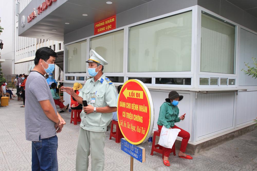 Bệnh viện Trung ương Huế kiểm soát chặt chẽ bệnh nhân, cán bộ ra vào tại Bệnh viện