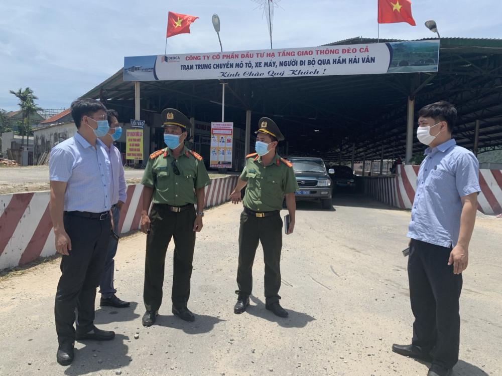 Lãnh đạo UBND tỉnh Thừa Thiên - Huế kiểm tra tại  chốt Y tế ở phía Bắc hầm Hải Vân